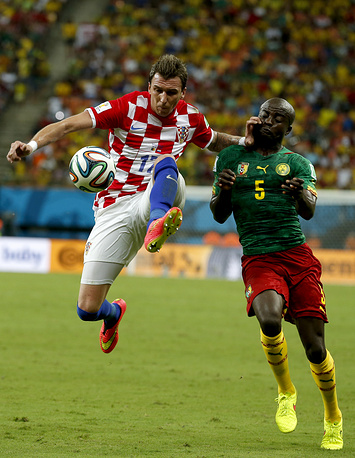 Mario Mandzukic (L) of Croatia vies with Dany Nounkeu of Cameroon