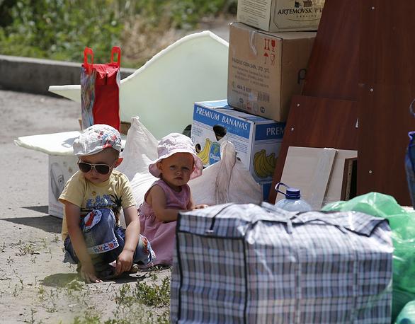 Ukrainian refugees at the Russian border
