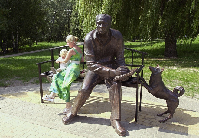 A monument to local historians in Belgorod