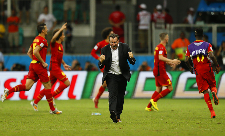 elgium's head coach Marc Wilmots (C) and his players celebrate a goal