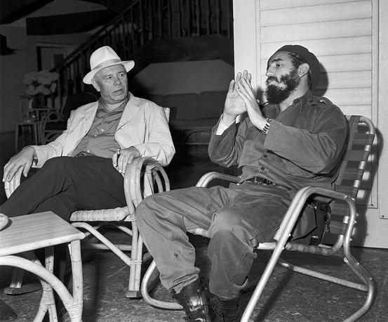Fidel Castro meets Soviet statesman Nikolai Podgorny in Havana in 1963