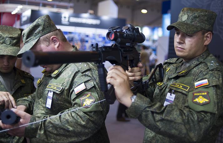 A man tests a SR-3M Vikhr assault rifle