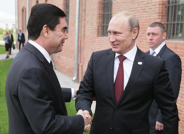 Vladimir Putin greets Turkmen President Gurbanguly Berdimuhamedov