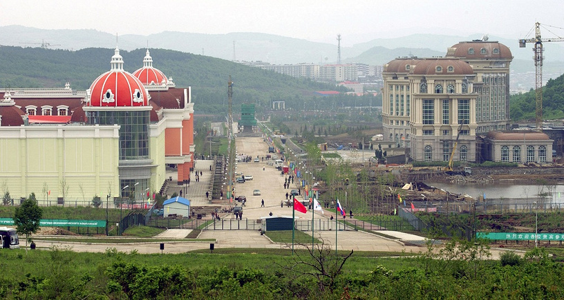 """Trade and Exhibition Centre of the Chinese part of cross-border trade and economic complex """"Pogranichniy-Suifenhe,"""" which is located at the border line of the Primorsky territory, Russia and Heilongjiang Province, China"""