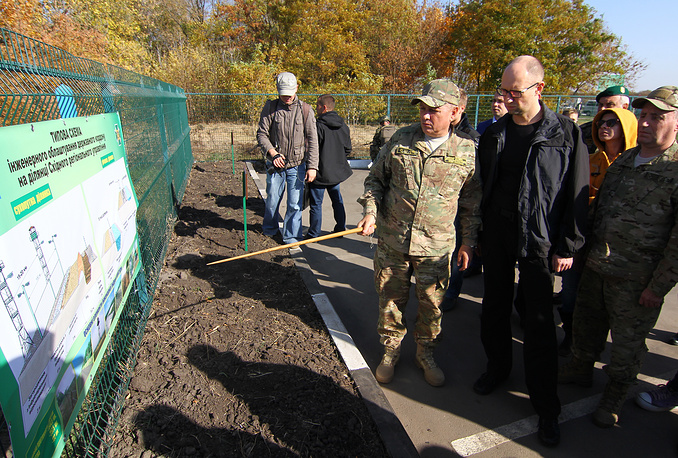 Border guards showed the guests equipment used to dig anti-tank ditches and renovate border crossing points