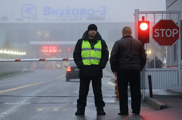 Photo: An officer seen at a check-point of the terminal of Moscow's Vnukovo-3 airport, the crash site of Dassault Falcon 50 aircraft