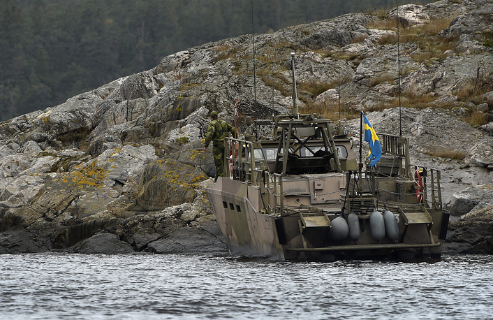 Nine countries have access to the Baltic Sea: besides Sweden, they are Germany, Denmark, Latvia, Lithuania, Poland, Russia, Finland and Estonia. Photo: A CB90-class fast assault craft lands a marine search team at Kullbaling, a small island in Stockholm's archipelago, Sweden, 20 October 2014