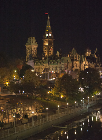 On Wednesday evening the police removed cordon set after the attack. Photo:  Canadian Parliament buildings in Ottawa, Canada, 22 October 2014