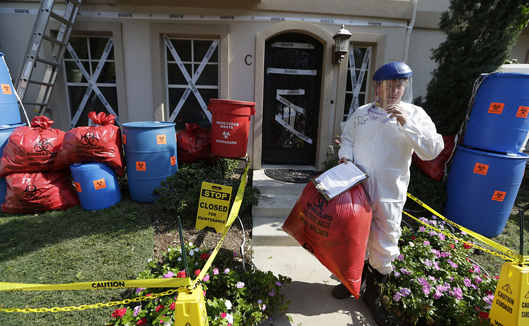 Halloween tradition to decorate houses is getting more and more popular every year. Photo: Homeowner James Faulk stands in front of an Ebola themed Halloween display he made at his town home in the University Park section of Dallas, USA, October 23, 2014