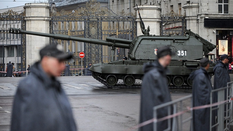 Photo: Russian Msta-S self propelled howitzers at Tverskaya Street prior to a rehearsal for the Victory Day parade, 2011