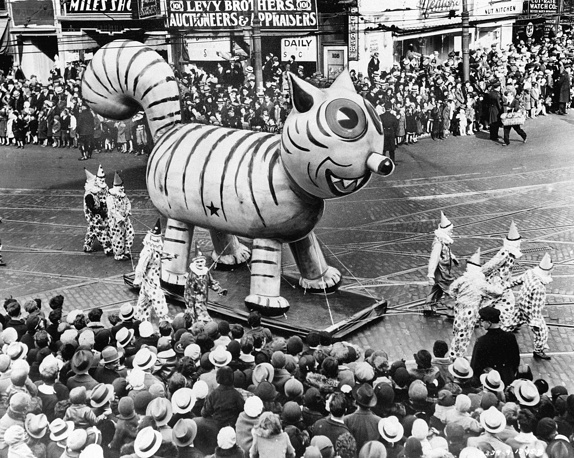 The annual parade on Thanksgiving day in USA, which began in 1924, features giant ballons of characters from popular culture floating above the streets of Manhattan. Photo: Thanksgiving Day Parade in New York on November 26, 1931
