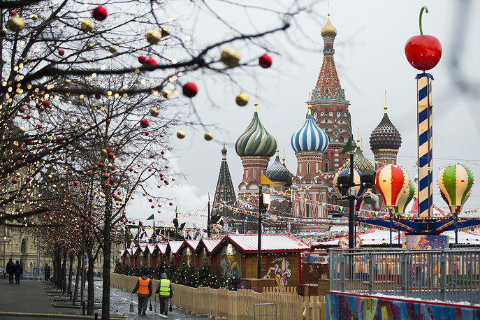 A view of the Christmas market place at Moscow's Red Square