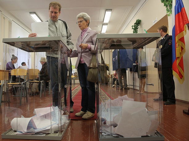 """Chapter 8. Local self-Government. """"The structure of local self-government bodies shall be determined by the population independently"""". Photo: Single voting day in Russia, 14 September 2014"""