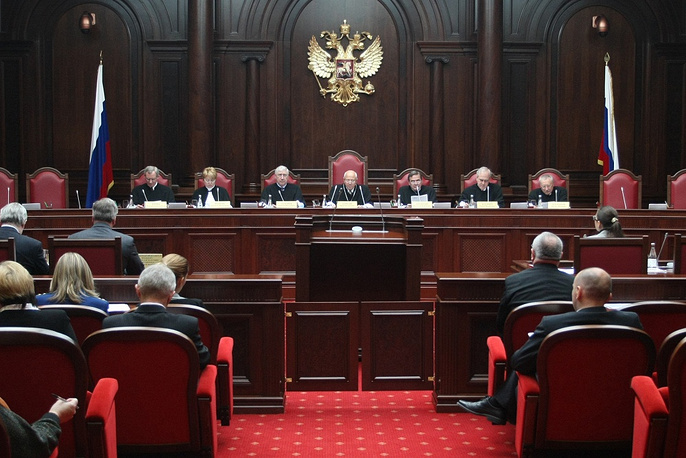 """Chapter 7. Judicial Power. """"Judges shall be independent and submit only to the Constitution and the federal law"""". Photo: First session of the Constitutional Court of Russia after it was moved from Moscow to St Petersburg, 2008"""