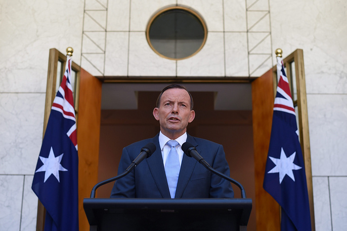 Photo: Australian Prime minister Tony Abbott speaks to the media during a press conference commenting on the unfolding siege at a cafe in Sydney, 15 December 2014