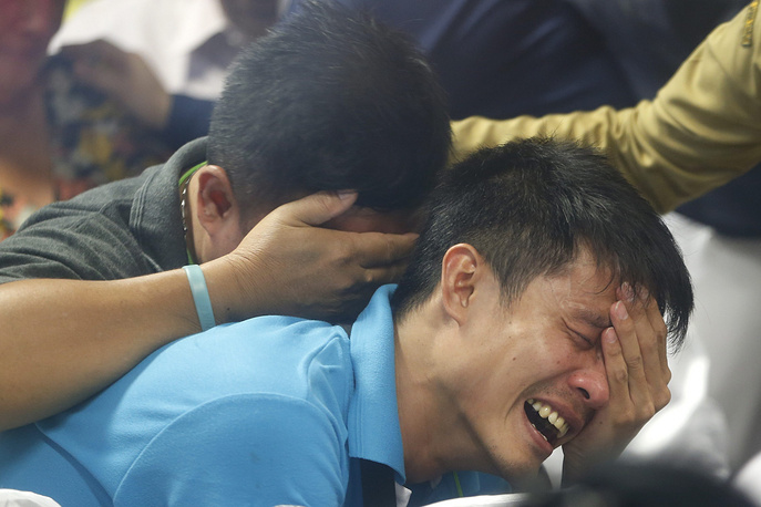 Photo: Relatives of the victims of Air Asia flight QZ 8501