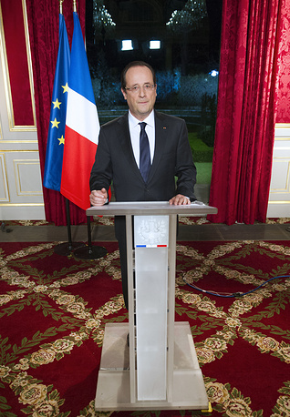 """French President usually finishes his New Year message with words: """"Long live the Republic, long live France!"""" Photo: Francois Hollande addressing his New Year's wishes to the nation during a pre-recorded broadcast speech at the Elysee palace in Paris, France, December 31, 2012"""
