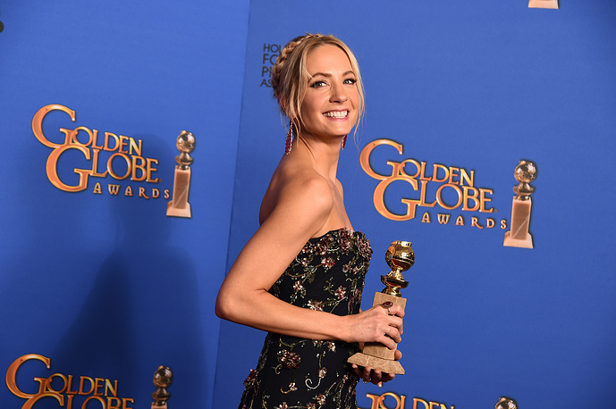 """Joanne Froggatt with the award for Best supporting actress in a series, miniseries or television movie for """"Downton Abbey"""""""