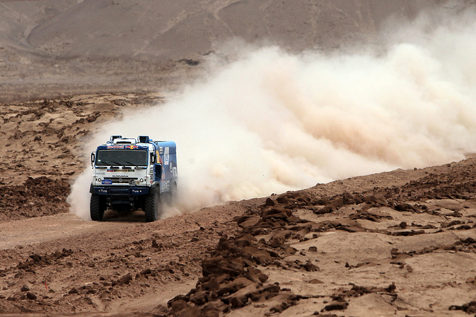 Russian Eduard Nikolaev of Kamaz team in action during the 9th stage of rally Dakar 2015 running between Iquique and Calama, Chile, 13 January 2015.