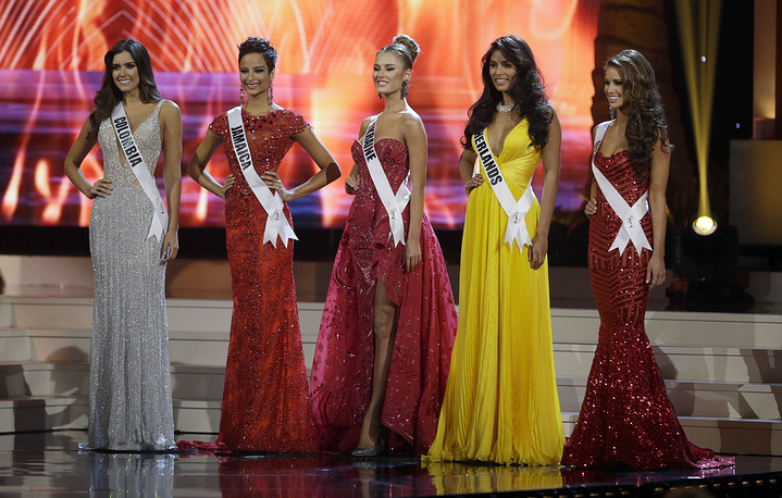 The five final contestants, from left, Miss Colombia Paulina Vega, Miss Jamaica Kaci Fennell, Miss Ukraine Diana Harkusha, Miss Netherlands Yasmin Verheijen and Miss USA Nia Sanchez during the Miss Universe pageant in Miami