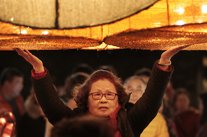 Eve of the Chinese Lunar New Year at the Lungshan Temple in Taipei, Taiwan