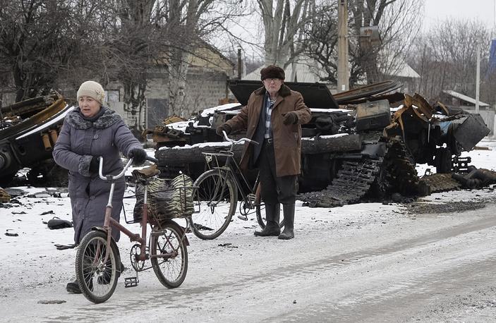 Photo: Burned military vehicle in the eastern Ukrainian city of Uglegorsk, not far from Debaltsevo