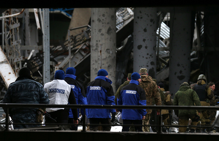Representatives of the International Committee of the Red Cross (ICRC) and the Organization for Security and Cooperation in Europe (OSCE) came under fire from the Ukrainian military after they arrived for an inspection of the Donetsk airport, according to the self-proclaimed Donetsk People's Republic