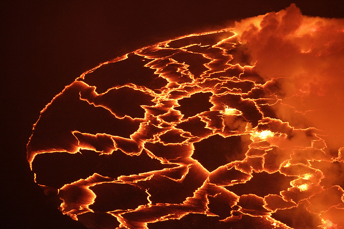 About 400,000 people were evacuated from the city across the Rwandan border into neighbouring Gisenyi during the eruption. According to various sources, from 150 to 254 people were killed. Photo: Magma in the lava lake of Mount Nyiragongo in Goma, Congo