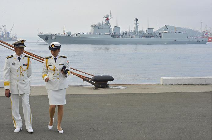 Chinese Shenyang destroyer in Vladivostok's Zolotoy Rog Bay