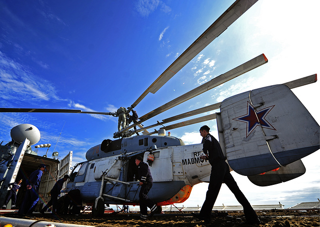 The drills feature 22 warships, 20 aircraft, more than 500 marines and 40 units of armored vehicles. Photo: Air group engineers of the Russian cruiser Varyag preparing Ka-27PS helicopter