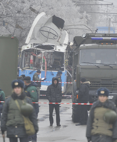 16 more people fell victim to a terrorist act staged in a trolleybus on December 30, 2013. Photo: Police officers at the site of a bomb blast on a trolleybus in Volgograd's Dzerzhinsky district