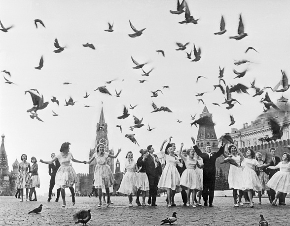 Moscow school graduates in Red Square, 1961