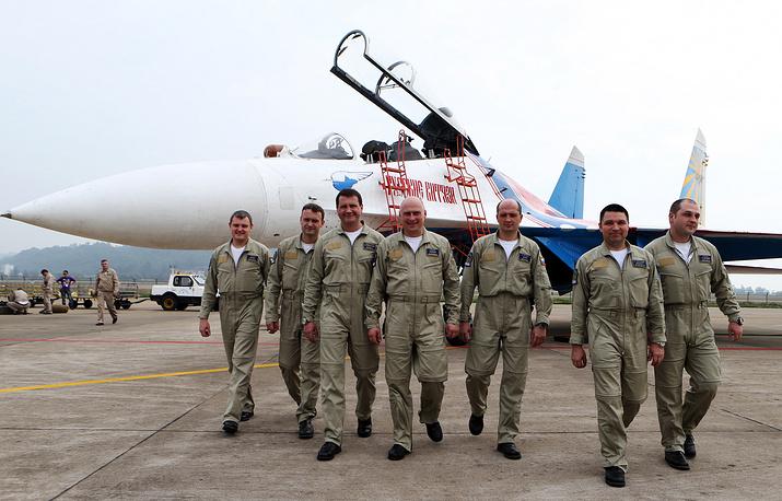 Members of the Russkiye Vityazi aerobatic team at the 10th China International Aviation and Aerospace Exhibition