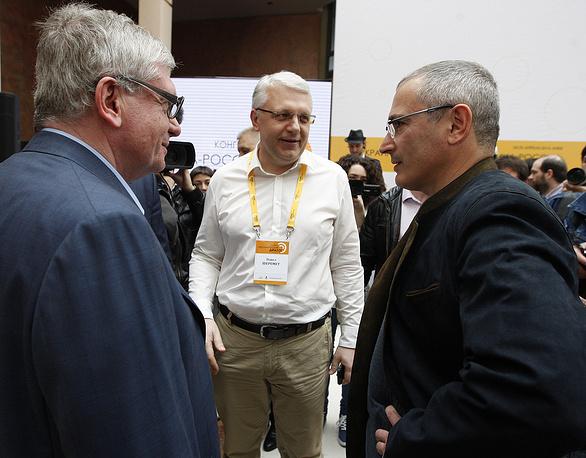 Pavel Sheremet (center) with ex-Yukos chief Mikhail Khodorkovsky in Kiev, April 2014
