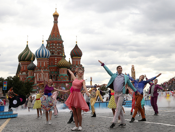 Actors perform in the Red Square