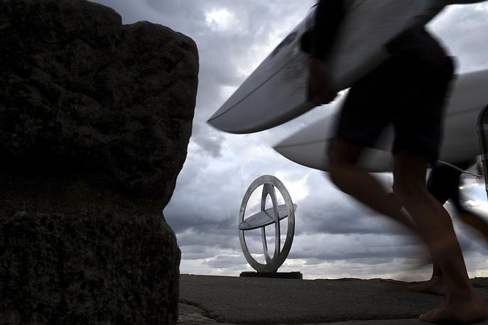 Celestial Rings I' by Australian artist Inge King