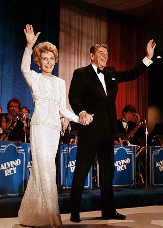 US president Ronald Reagan and first lady Nancy Reagan at the inaugural ball in the Washington Hilton, 1985