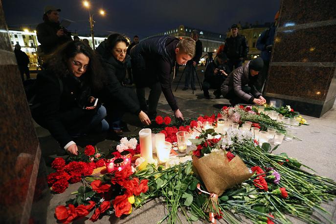 People honouring the victims of the St Petersburg metro blast at Spasskaya station, Saint Petersburg