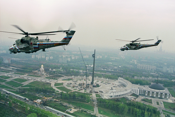The helicopters of the Berkuts air group rehearse for the 9 May military parade, 1995