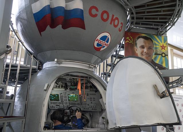 TDK-7ST3 simulator designed to train crews for piloting Soyuz-TMA spacecraft