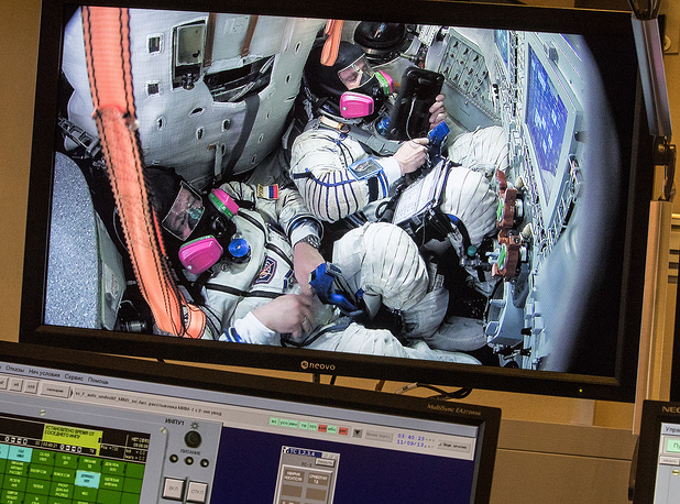 TDK-7ST3 simulator is built using full-size mock-ups of habitable compartments of the Soyuz spacecraft