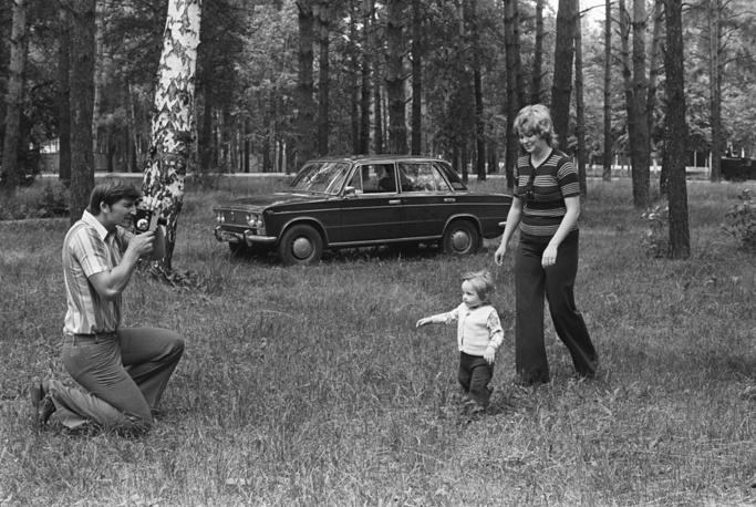 Vladislav Tretiak with his wife Tatiana and son Dmitriy, 1974