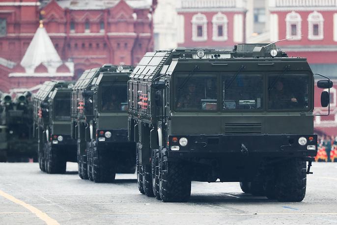 Iskander-M missile launchers