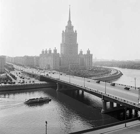 Hotel Ukraina and Novoarbatsky Bridge in Moscow, 1963