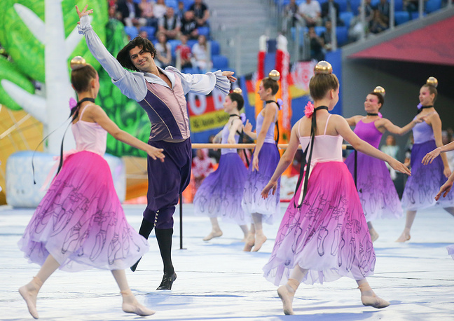 Vaganova Russian Ballet Academy Rector Nikolai Tsiskaridze and young ballet dancers at the closing ceremony of the 2017 FIFA Confederations Cup