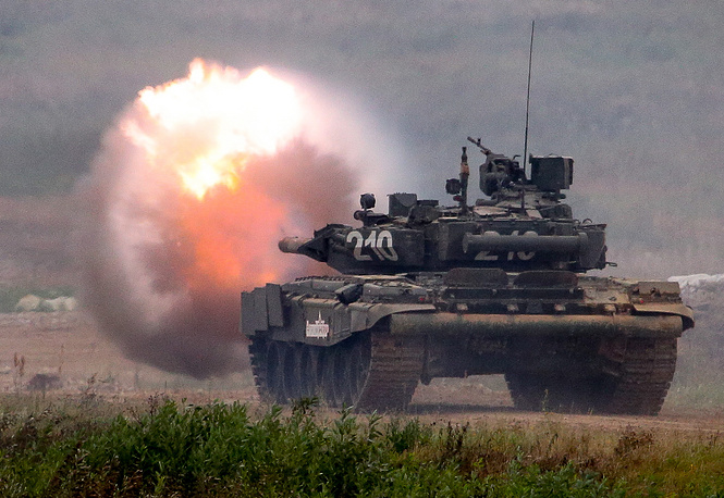 T-80 battle tank fires during a fire demonstration at the Army-2017 forum