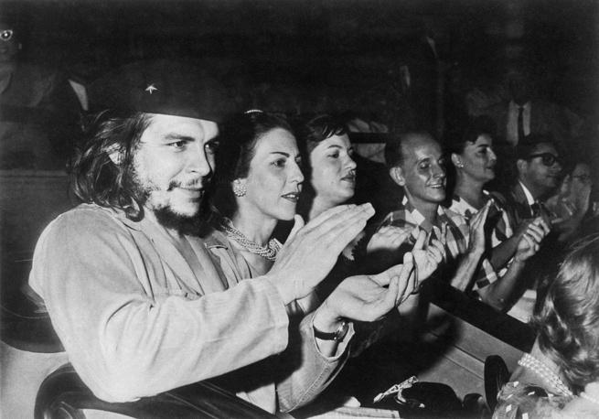Latin American revolutionary Ernesto Che Guevara attends rally, 1960