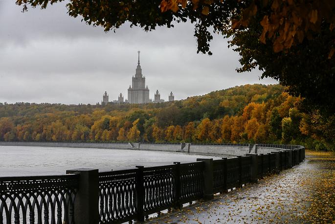 Vorobyevskaya embankment in Moscow
