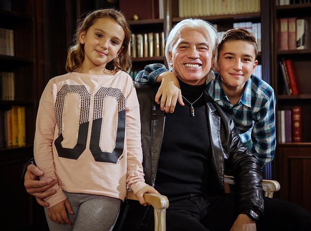 Dmitri Hvorostovsky with his daughter Nina and son Maxim, 2015