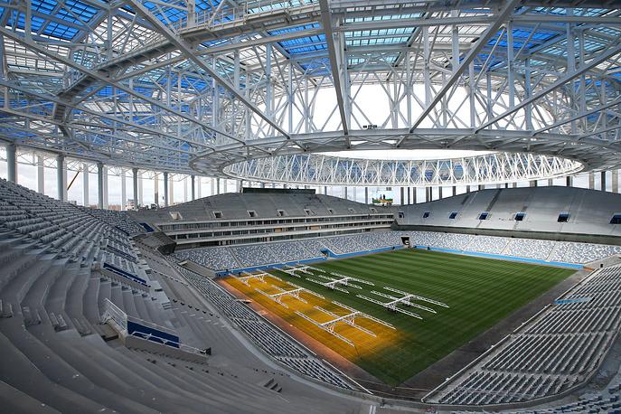 Artificial lighting to grow grass on the pitch at Nizhny Novgorod Stadium